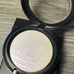 MAC extra dimension skin finish